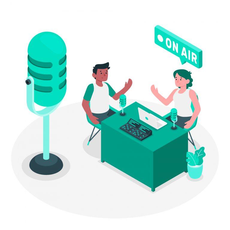 2 personnes qui s'enregistrent pour un podcast